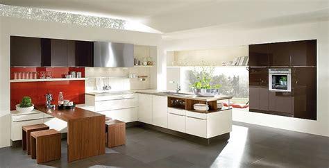 L-form Küche In Altweiß Mit Gerätehochschränken Aus