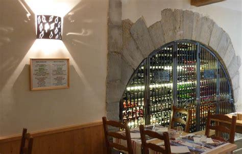fabrication d une cave 224 vin 224 l auberge du petit bayonne 64 jouanneau thierry