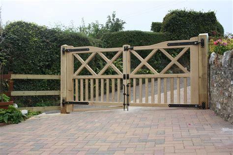 Oak Driveway Gates. The Wooden Workshop, Bampton, Devon