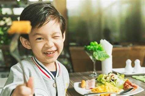 Saat si kecil berusia 1 tahun, menu makanan hariannya adalah masakan keluarga, yang masih. Kreasi Resep Makanan Sehat Untuk Anak