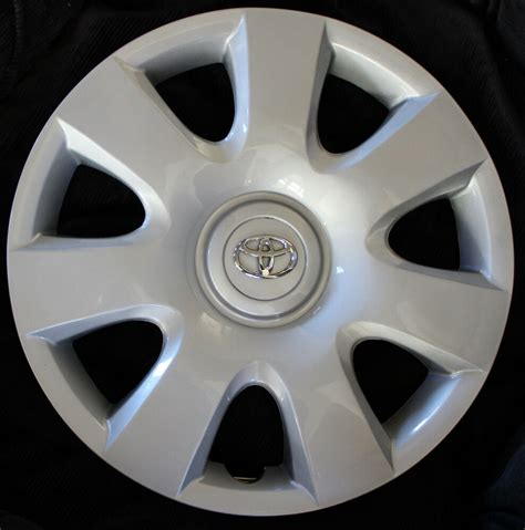 Toyota Hubcaps by Set Of Four 4 15 Quot Toyota Camry Hubcaps 2002 2003 2004