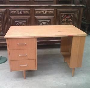 repeindre un bureau avec un effet brillant diy family With repeindre un bureau en bois