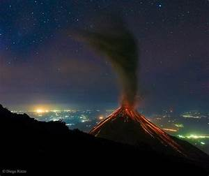wordlessTech | Volcan de Fuego erupts under the Stars