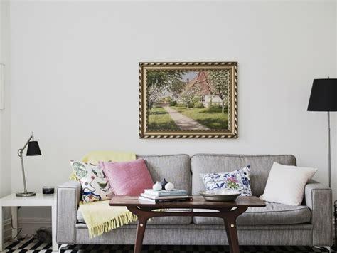 canapé design nordique idée déco salon scandinave cosy et lumineux