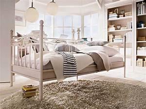 Schlafzimmer Romantisch Dekorieren : metallbett wei 90x200 ikea im oben wei runde hochflorteppiche aus metallbett wei sofie mit ~ Markanthonyermac.com Haus und Dekorationen