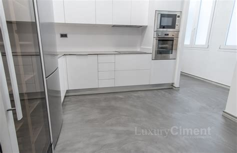 microcemento en suelos paredes banos cocinas