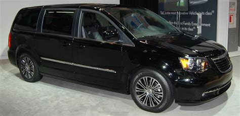 revealed   la auto show  chrysler town country