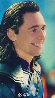 I love how happy Loki looks in Ragnarok. | Loki, Loki ...