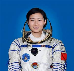 Chinese Astronaut Girl - Pics about space