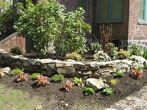 Steingarten Anlegen Mit Vlies : steingarten deko blaukissen bodendecker lila steine ~ Lizthompson.info Haus und Dekorationen