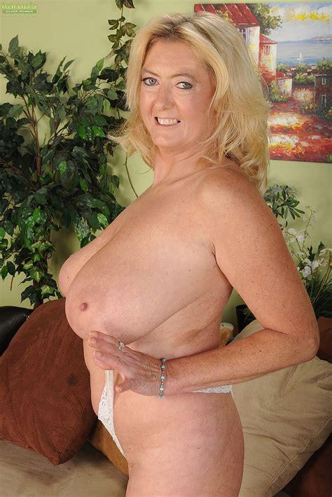 Busty Milf Tahnee Taylor Flick Her Cherry Milf Fox