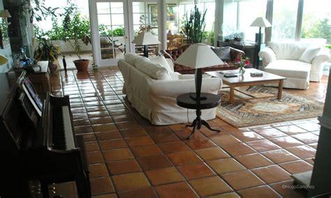 Terracotta room ideas, living room with terracotta floor