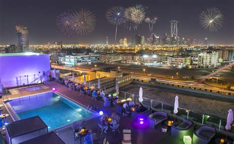restaurants  mumbai  enjoy  sparkling  year
