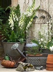 Vintage outdoor decor gardening pinterest for Outdoor garden decor