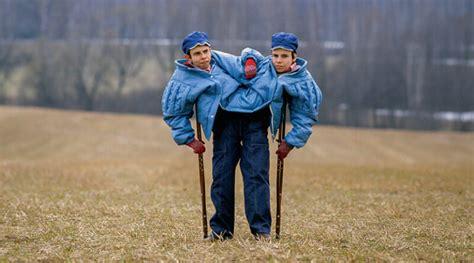 Masha และ Dasha ฝาแฝดผู้โชคร้าย กับการทดลองที่ผิดจรรยาบรรณ ...