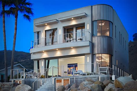 Bryan Cranston's Eco-friendly Beach House In California
