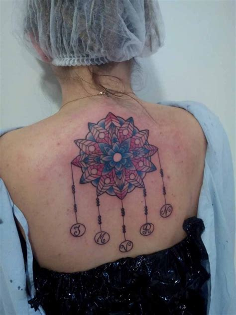 tatouage mandala femme cool photo interieur de la maison