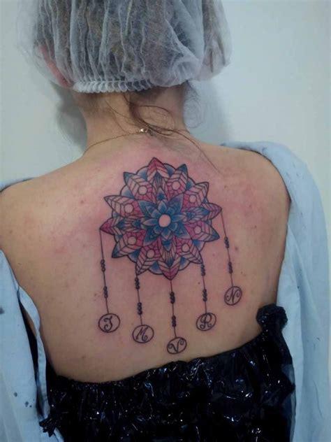 tatouage mandala femme cool photo interieur de la maison