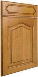 modele placard de cuisine en bois elément de cuisine façade chêne massif quot chapeau de gendarme quot