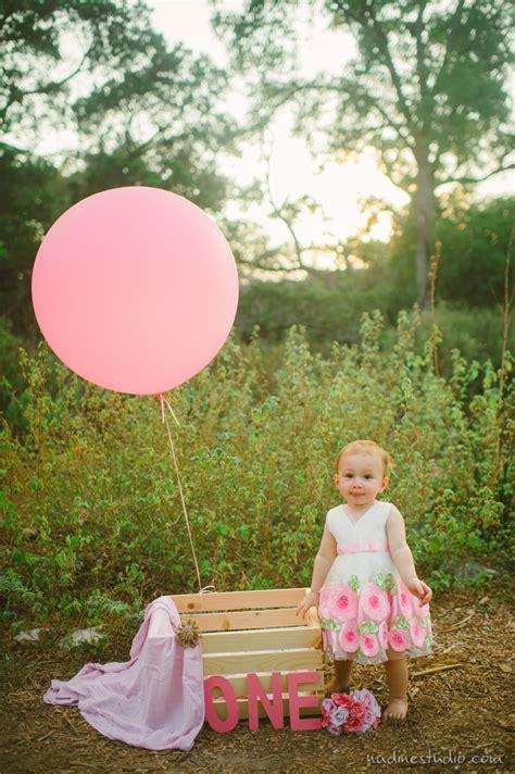 birthday shoot  balloons austin family