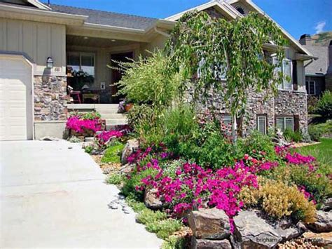 Landcaping Pictures  Home Landscaping Photos  Front Yard