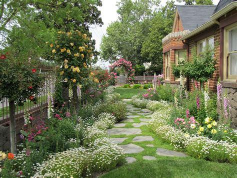 jardines de casas pequenas campo  piedras pequenas
