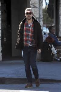 Ryan Gosling keeps it casual in flannel and jeans | Daily ...