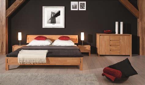 set de chambre bois massif chambre a coucher en bois massif moderne mzaol com
