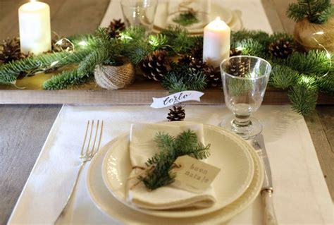 Decorare Le Candele Per Natale by Decorazione Rustica Per La Tavola Di Natale Con Pigne E
