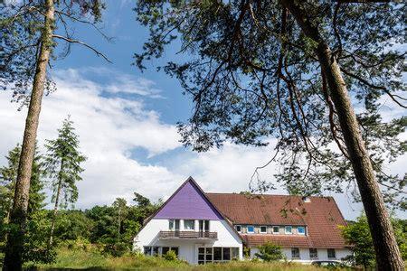 Lila Haus  Haus Neuland Gruppenhausde