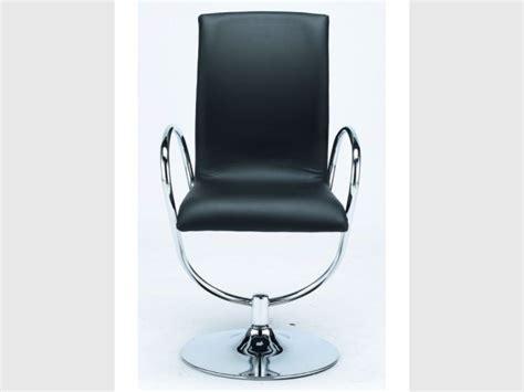 bhv bureau une chaise et fonctionnelle