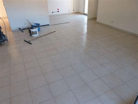 beton sur carrelage cuisine sol béton ciré sur carrelage wikilia fr