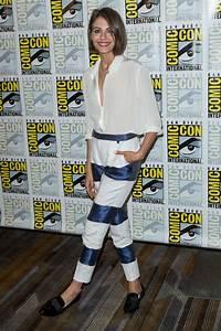 Willa Holland: Arrow Press Line at Comic Con 2016 -09 ...