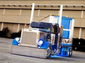 Tricked Out Peterbilt Trucks 379