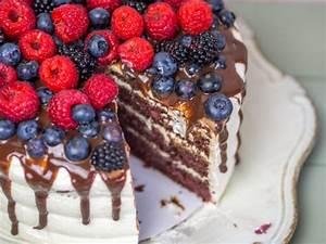 Waldfrucht Nougat Torte mit Sahne Mascarpone Creme und