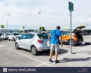 Gold Car Avis : car hire airport stock photos car hire airport stock images alamy ~ Medecine-chirurgie-esthetiques.com Avis de Voitures