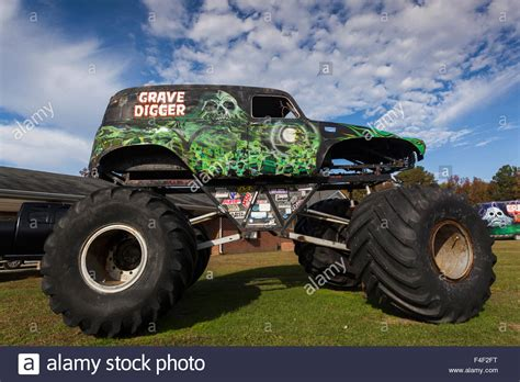 old grave digger monster truck 100 old grave digger monster truck amazon com new