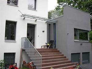 Glasvordach Mit Seitenteil : modern gestaltetes vordach aus stahl und glas ~ Buech-reservation.com Haus und Dekorationen