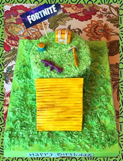 girlfriend    fortnite birthday cake