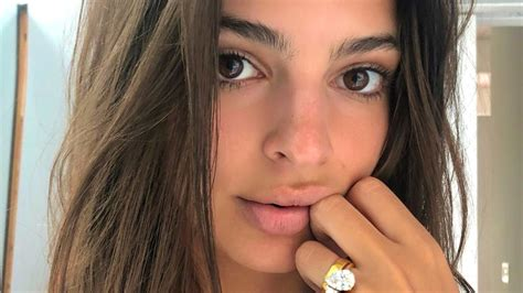 emily ratajkowski shows two engagement ring from