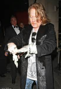rings wedding guns n 39 roses frontman axl looks a far cry from his