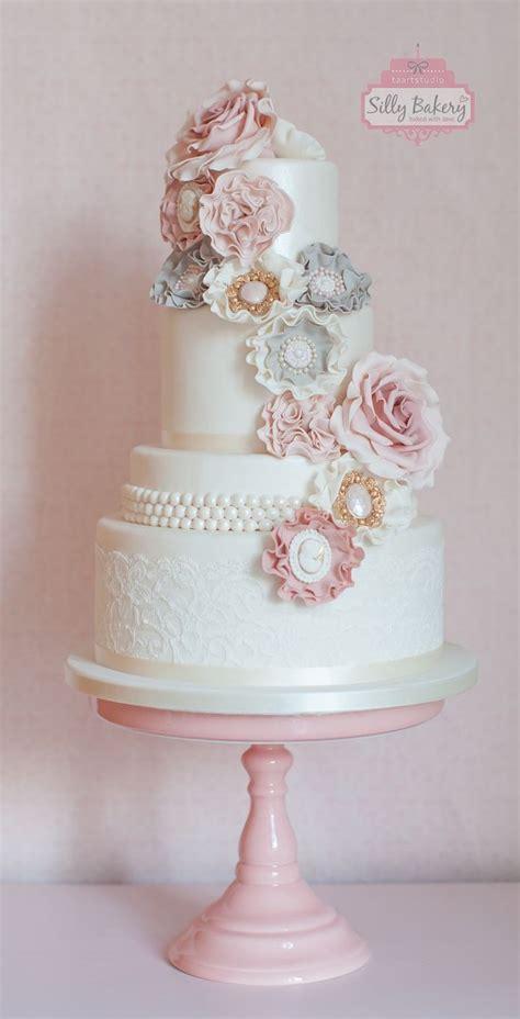 perfect romantic vintage wedding cakes deer pearl flowers
