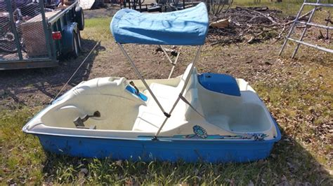 Five Person Boat by Lot Detail Nice Five Person Peddle Boat