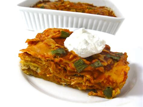 Perfect for a quick weeknight dinner or cinco de mayo! Skinny Chicken Enchilada Layered Casserole with Weight ...