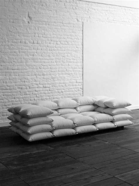 jeter un canapé un canapé qui invite à la sieste par christiane hoegner