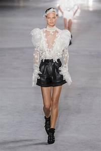 La Mode Est A Vous Printemps Ete 2018 : d fil saint laurent printemps t 2018 splendeurs et audace d 39 une parisienne madame figaro ~ Farleysfitness.com Idées de Décoration