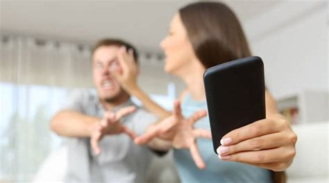 Overuse Of Digital Devices Hampers Romantic Relationships