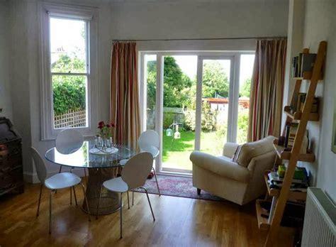 tips mendesain ruang tamu sempit inspirasi desain rumah