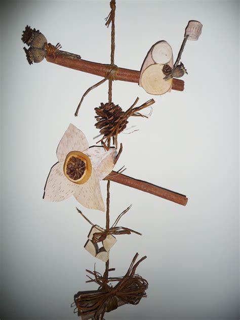 guirlande naturelle avec des noisettes de lecorce de