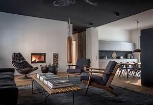 4 beautiful dark themed homes for Interior decorating dark rooms